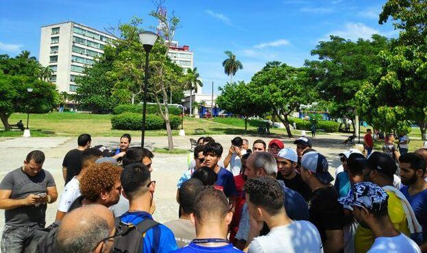Los manifestantes se retiraron pacíficamente y decidieron darle un plazo al Ministerio de Comunicaciones para que actúe en conjunto con los directivos de Snet. (14ymedio)