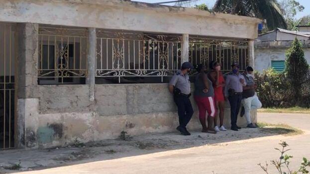 La policía política mantiene sitiada la casa de la activista Iliana Hernández por más de 50 días. (Facebook)