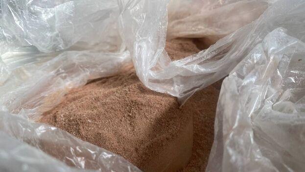 Este miércoles en una bodega de Nuevo Vedado se vendía el producto a granel por falta de envase. (14ymedio)