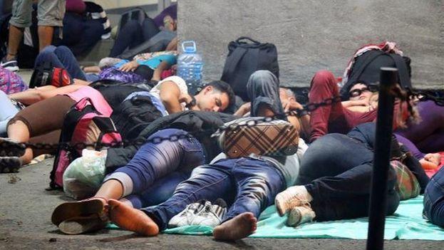 Casi 200 migrantes cubanos llegan cada día a un poblado del Caribe de Panamá (Foto EFE)