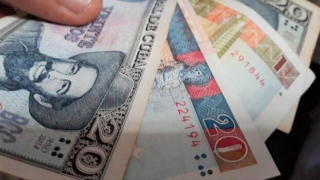 La dualidad monetaria en Cuba se hizo ley el 13 de agosto de 1993, en los momentos más críticos del Período Especial. (14ymedio)