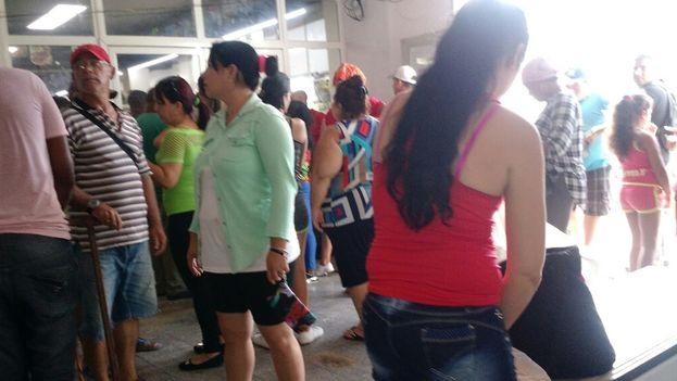 En el municipio Candelaria, en Mayabeque, las colas para comprar alimentos se alargaron desde el viernes. (14ymedio)