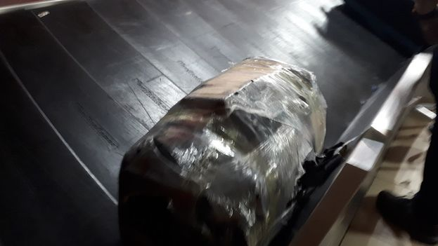 Las bolas son tan numerosas en las cintas de equipaje del aeropuerto que hay que estar atento para no confundirse. (14ymedio)