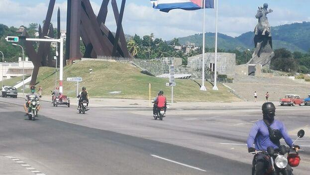 Según cifras oficiales, en la provincia circulan 9.965 motos, pertenecientes a personas naturales. (El Chago-Santiago de Cuba/Facebook)