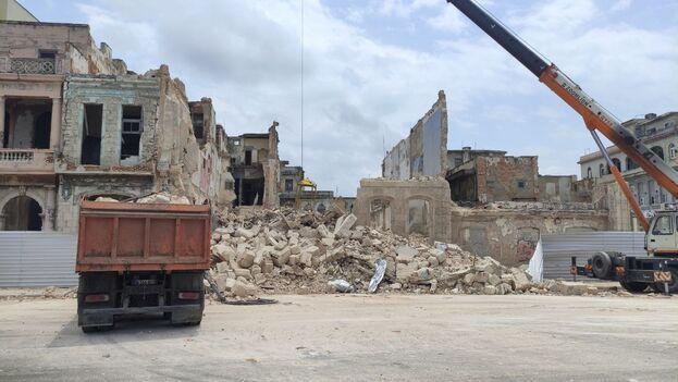 Los dos edificios que se desplomaron están en la llamada oficialmente Avenida de Maceo entre las calles Águila y Crespo. (14ymedio)