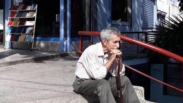 Con una población cada vez más envejecida, en Cuba los jubilados cuentan con pocas opciones recreativas al alcance de su bolsillo. (14ymedio)