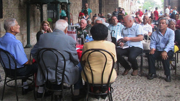 El libro se presentó en el portal del Palacio de los Capitanes Generales de La Habana. (14ymedio)