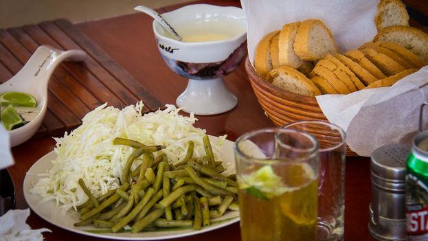 los cLos  cubanos priorizan las grasas, proteínas y azúcar, en detrimento del consumo de opciones sanas como vegetales y frutas.