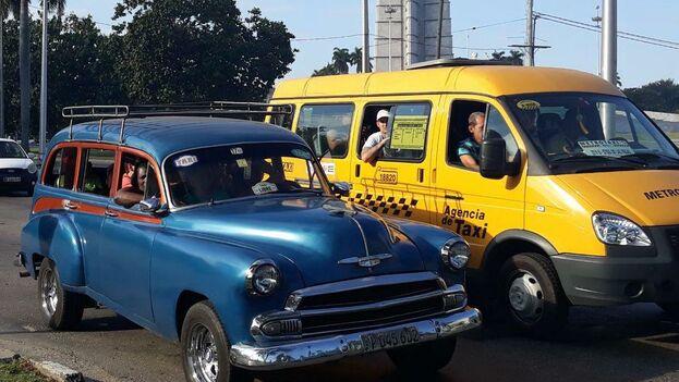 Una lucha entre taxis privados y estatales se desarrolla en las calles de La Habana. (14ymedio)