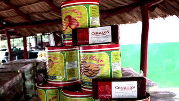 Los productos insignia de Ceballos han tenido por años una alta demanda popular, especialmente sus salsas de tomate y dulces en conserva. (Industrias Ceballos)