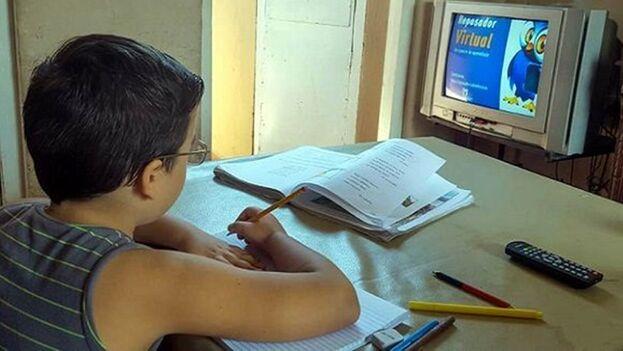 """Desde el pasado 15 de marzo comenzó una """"nueva parrilla"""" en la programación del Canal Educativo, donde se incluyen las asignaturas que no se estaban impartiendo hasta el momento. (Radio Rebelde)"""