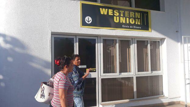 La campaña 'parón de enero' promueve suspender temporalmente el envío de remesas, paquetes, recargas telefónicas y viajes a Cuba. (14ymedio)