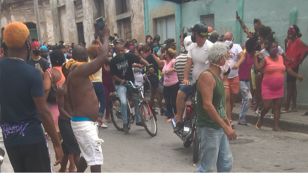 1. Protestas en Santiago de Cuba, este 11 de julio. (14ymedio)