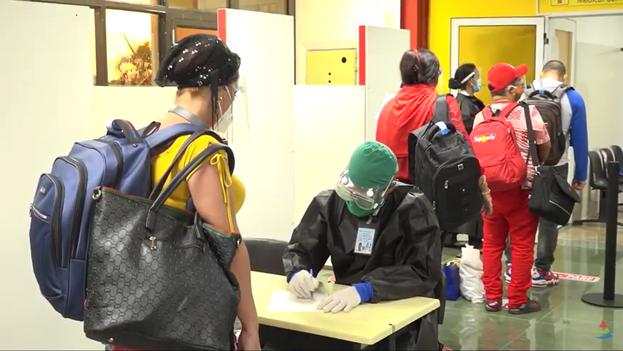 Se mantiene el protocolo que se sigue con los viajeros y se realizará la prueba de PCR evolutiva al sexto día de su llegada al país. (Captura)
