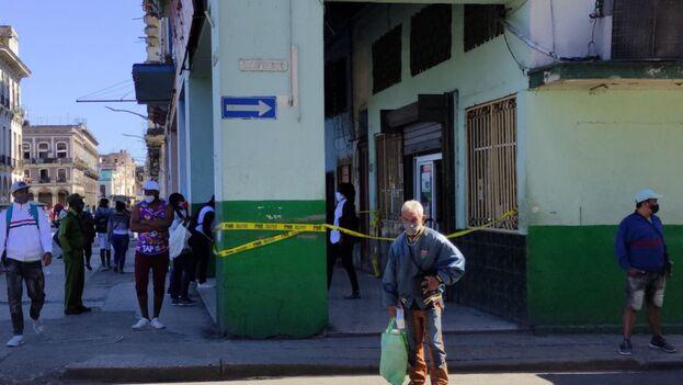 A pesar de que en algunas provincias se han tomado medidas extremas, no se ha logrado contener el rebrote de covid-19 en Cuba en el último mes. (14ymedio)