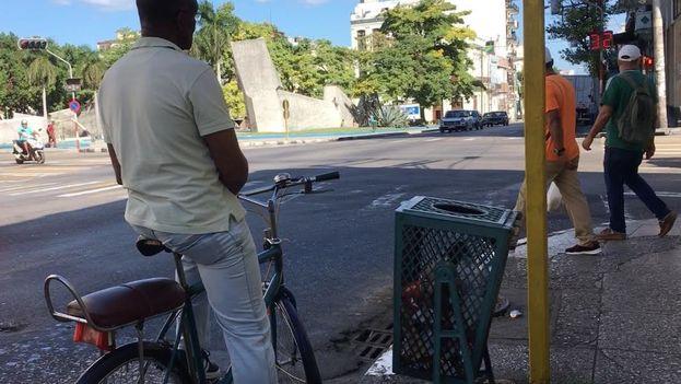 Con el recrudecimiento de las dificultades en el transporte público y en los taxis privados, las bicicletas vuelven poco a poco a La Habana. (14ymedio)