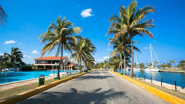 Un balsero emigrado hace siete años quiere regresar ahora en su yate, pero desde la Marina Hemingway le han dicho que su familia en Cuba no puede salir a pasear en la embarcación. (umbrellatravel)