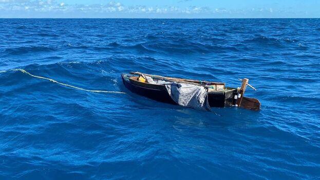 Los dos cubanos, que recibieron comida, agua y atención médica, fueron repatriados este lunes a la Isla, señaló en un comunicado la Guardia Costera. (EFE)