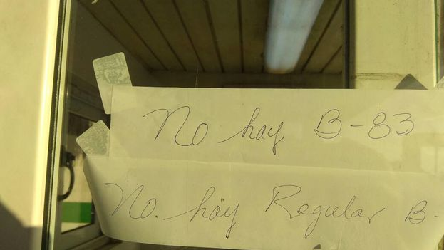 Un cartel como respuesta fue lo que encontraron los choferes que buscaban gasolina este fin de semana en el servicentro La Calzada, en Cienfuegos. (14ymedio)