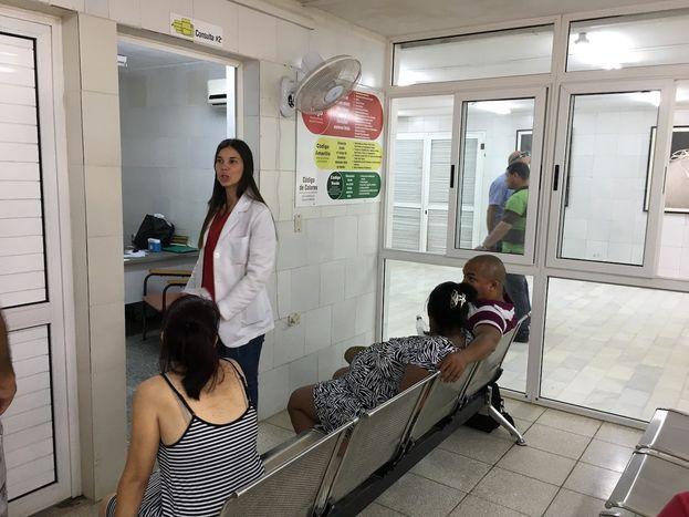 """El sistema de salud cubano considera a cualquier mujer que espera un bebé pasados los 35 años como un paciente """"de riesgo"""". (14ymedio)"""