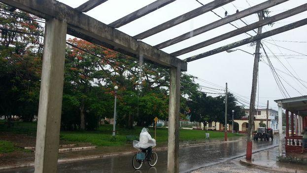 Aunque la tormenta subtropical Alberto ya se ha ido alejando de Cuba, en Artemisa continúan las lluvias. (14ymedio)