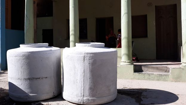 Los tanques para almacenar agua entre los productos más demandados tras el tornado. (14ymedio)