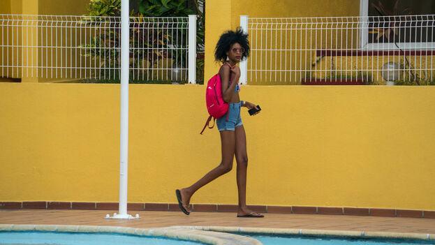 Las nuevas tecnologías, como los chats y las aplicaciones para citas, son muy usadas por los cubanos para acordar un encuentro con turistas extranjeros. (Chris Goldberg)