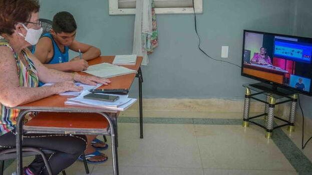 Las teleclases comienzan la próxima semana y se transmitirán de lunes a viernes por el Canal Habana de 8 am a 12 pm. (ACN)