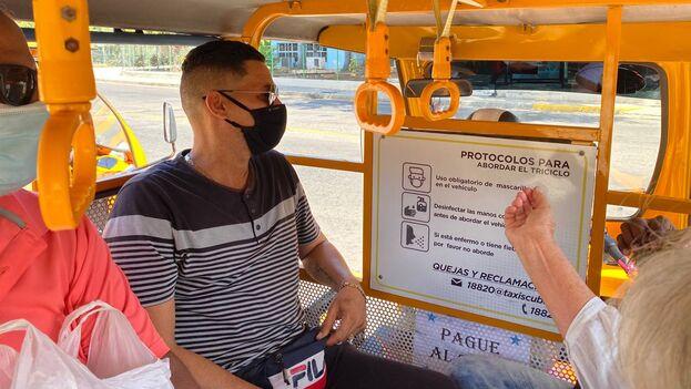 Del total de 23 vehículos en funcionamiento, 11 cubren la ruta que va desde la terminal de Ómnibus Nacionales hasta la terminal de trenes, y el resto, desde la terminal de ferrocarriles hasta el hospital Hermanos Ameijeiras. (14ymedio)