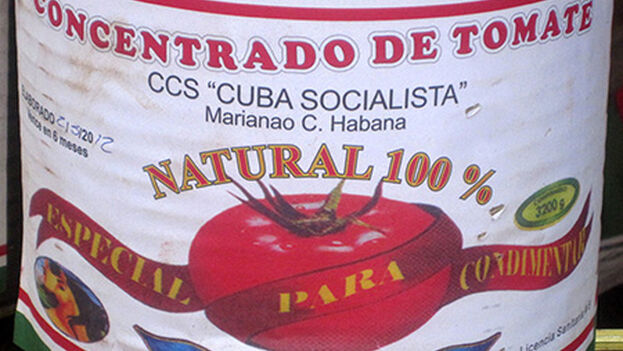 El puré de tomate concentrado, también conocido como 'pasta de tomate' es una opción muy popular entre los cubanos. (G. Bonomi)