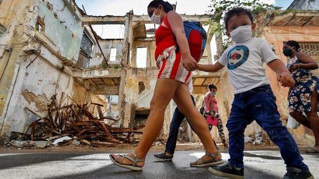 El número de niños afectados por coronavirus crece en la medida que lo hace el total; en Cuba hay un total de 263 menores hospitalizados. (EFE/Yander Zamora)