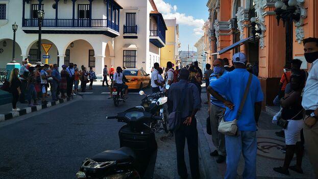 El transporte público se limitó desde el pasado 26 de mayo a seis horas diarias, de 5 am a 8 am, y de 4 pm a 7 pm. (El Chago-Santiago de Cuba/Facebook)