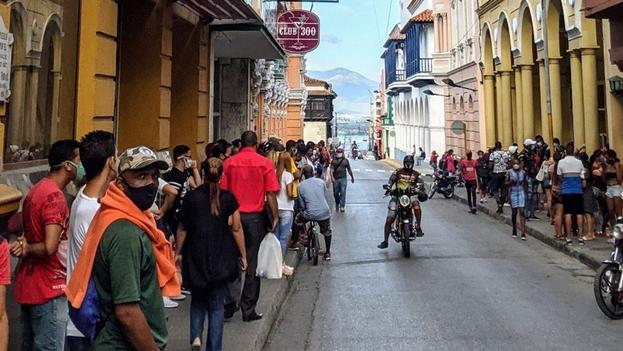 El transporte público se limitará a seis horas diarias, de 5 am a 8 am, y de 4 pm a 7 pm. (El Chago/Facebook)