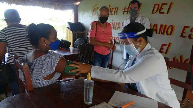 La vacunación en Cienfuegos se está ampliando con la vacuna china Sinopharm. (Dep.Cienfuegos)