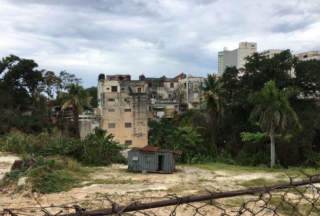 Algunos vecinos de la zona creen que incluso, los arquitectos, podrían venir de otros países. (14ymedio)