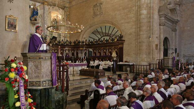 En el funeral estuvieron el primer vicepresidente, Salvador Valdés; el titular de la Asamblea Nacional, Esteban Lazo, y el vicepresidente Roberto Morales. (EFE)