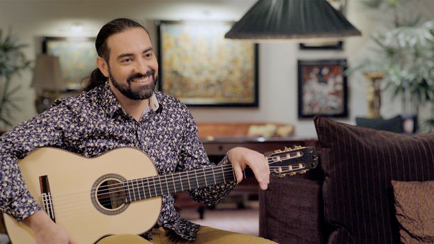 Alain Pérez con La Maestro en el documental 'La guitarra vuela: Soñando con Paco de Lucía'. (web oficial)
