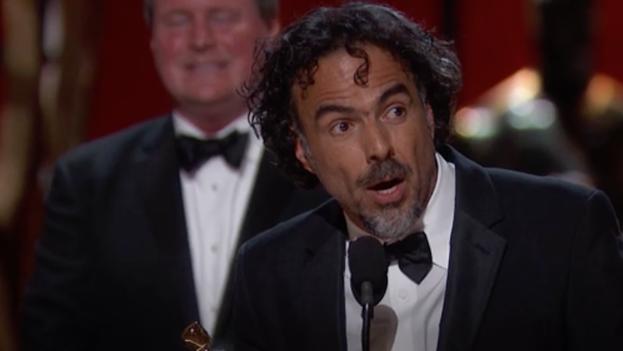 Alejandro González Iñarrritu recibiendo el Óscar a mejor película 'Birdman'