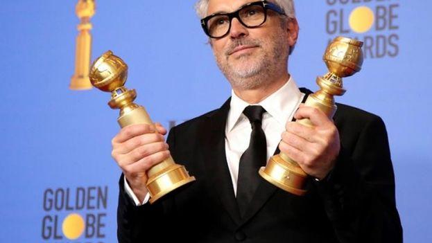 El mexicano Alfonso Cuarón se alzó con el trofeo al mejor director en la 76 edición de los Globos de Oro con su película 'Roma'. (EFE)