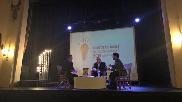 El panel '¿Por qué hablamos tan mal los chilenos?' con Alfredo Matus, Darío Rojas y Álvaro Matus. (Puerto de Ideas)