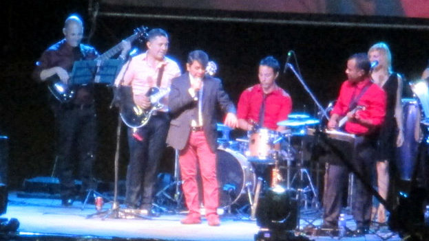 Álvaro Torres en concierto en Holguín, este jueves 16 de julio. (14ymedio)