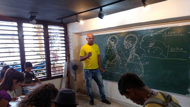 """El proyecto comunitario """"Arte en espiral"""" del artista Arquímedes Lores Nelo busca promover las artes plásticas en la provincia. (Cortesía del artista)"""