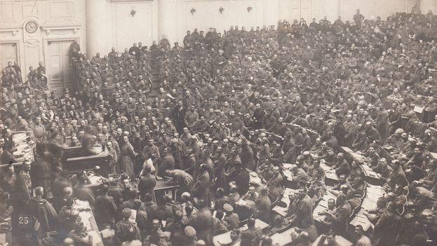 Asamblea de los Soviets en Petrogrado, en 1917. (Wikimedia)