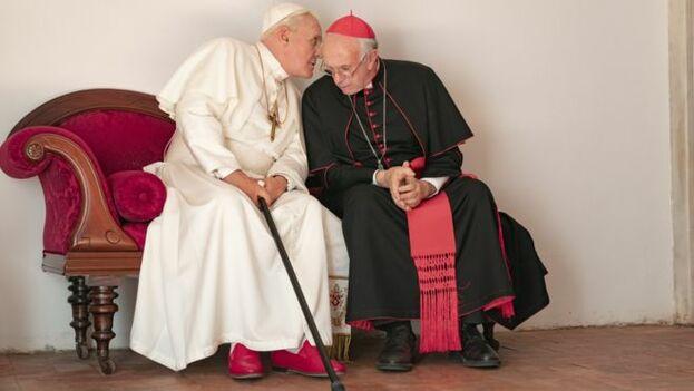 """La película """"Los dos papas"""" aborda el momento de la renuncia de Benedicto XVI y el sorpresivo ascenso de Jorge Mario Bergoglio, al Trono de San Pedro. (Captura)"""