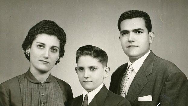 Mike Bezos con sus hermanos mayores, en Cuba (American History National Museum)