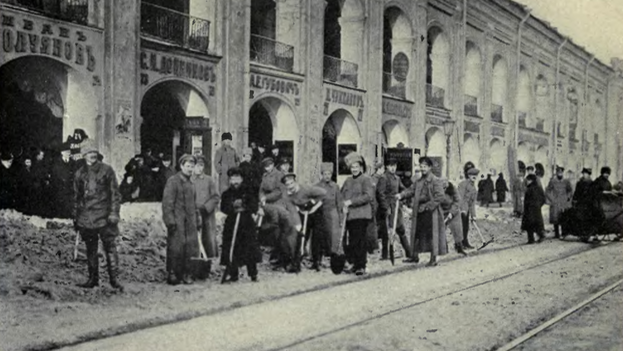 Burgueses trabajando en la Rusia soviética. (wikimedia)
