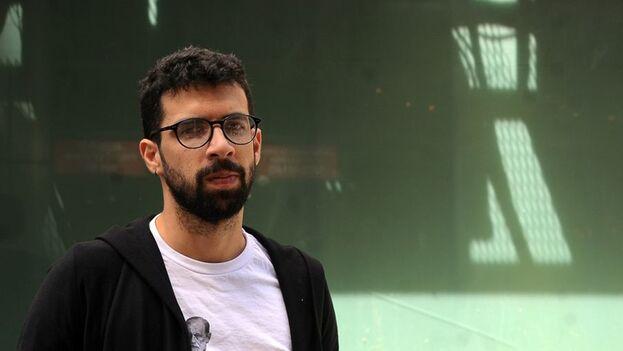 El cubano Carlos Manuel Álvarez Rodríguez fue premiado por el artículo 'Tres niñas cubanas' publicado en la revista 'El Estornudo'. (Rialta)