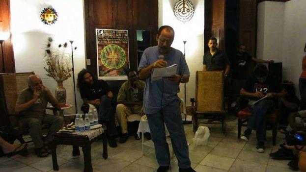 A los 54 años, el poeta Juan Carlos Flores padecía frecuentes crisis depresivas. (Omni Festival Poesia Sin Fin)