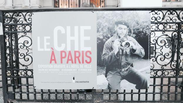 Cartel de la exposición 'Le Che à Paris' que acoge el Ayuntamiento de la capital francesa hasta mediados de febrero próximo. (PT)