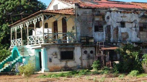 Casa en ruinas de los Loynaz. (Cibercuba)
